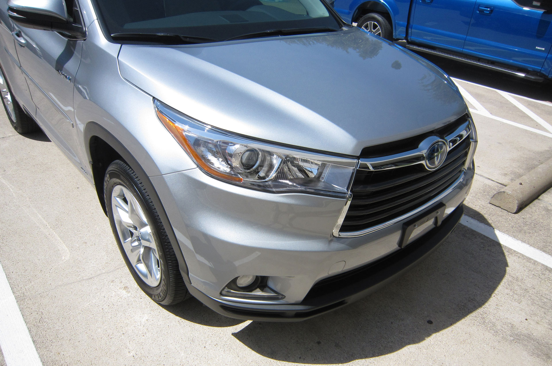 Toyota Highlander protected with 3M Pro Series Clear Bra Paint Protection Film
