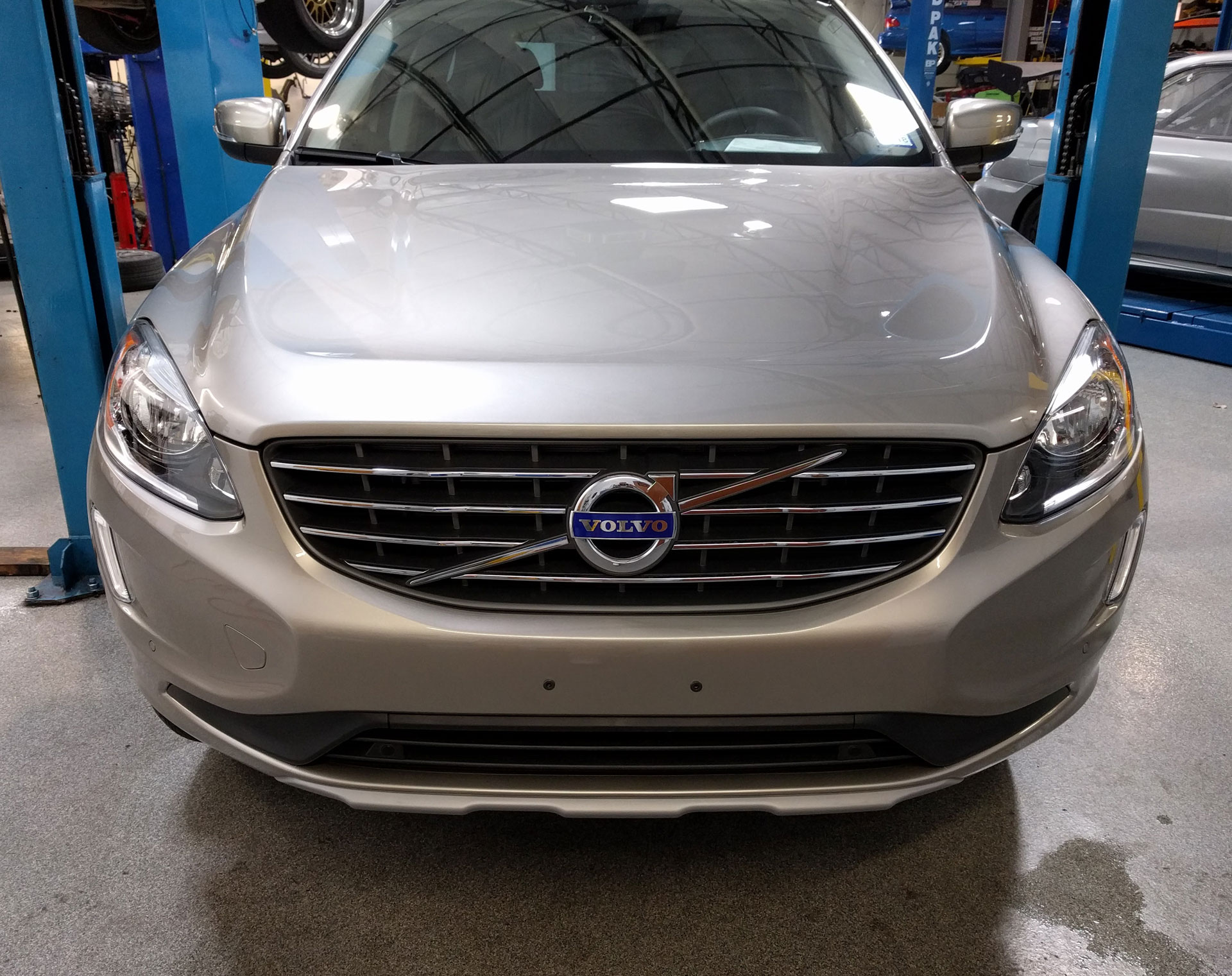 Volvo XC60 protected with 3M Pro Series Clear Bra Paint Protection Film